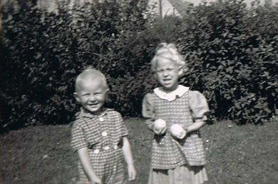 Fra fotoalbummet - Kamma og Svend i haven i Baaring