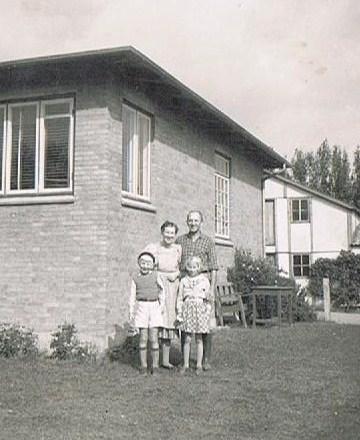 Fra fotoalbummet - ved huset