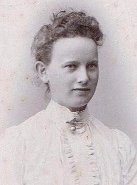 Karen Knudsen som helt ung