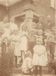 Mange børn i haven