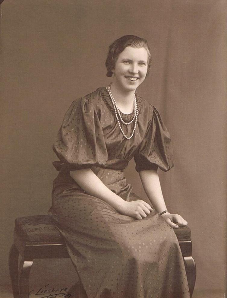 Mor Karen Marie Knudsen som ung
