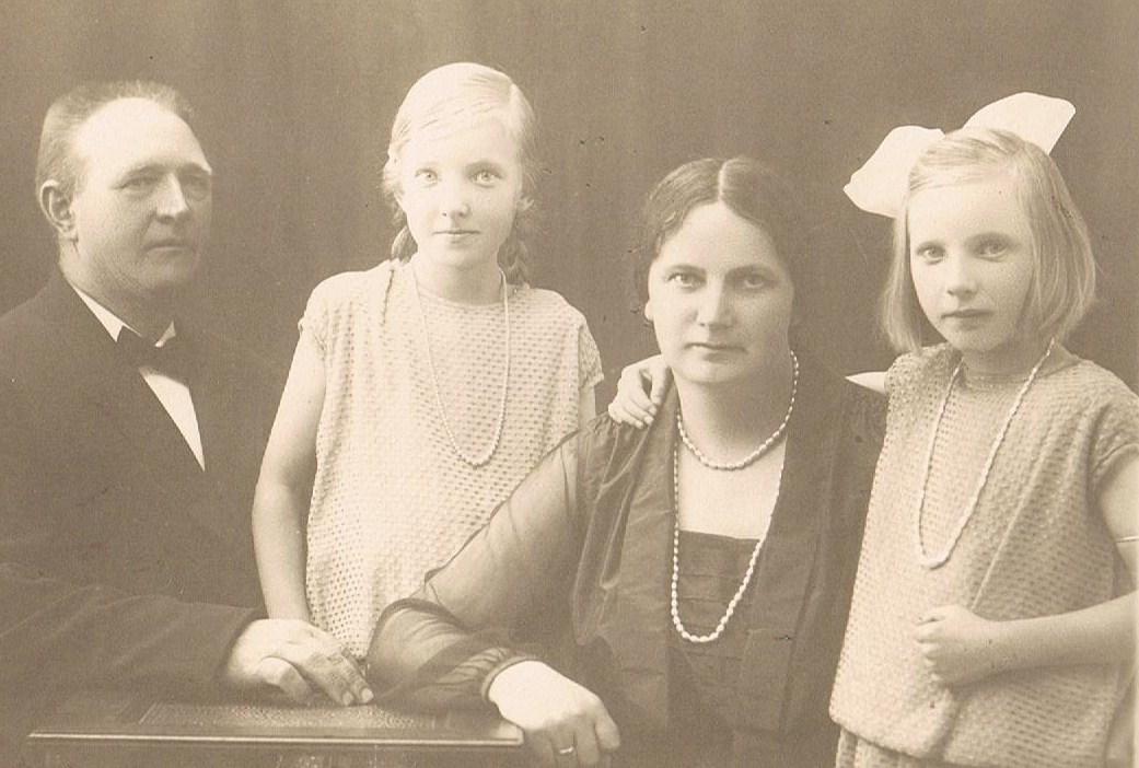Mor med sin familie i Båring