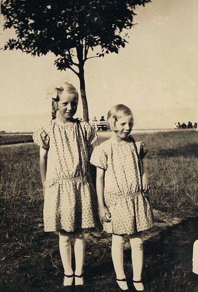 Mor og moster - Karen og Ane Kirstine Knudsen
