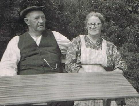 Mormor og morfar i haven