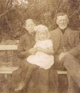 Anders Knudsen og Ane med barnebarn